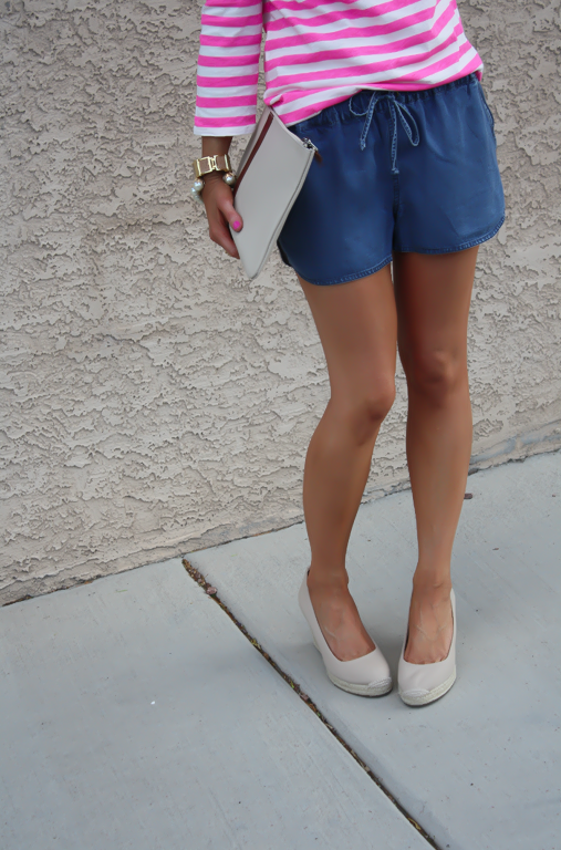 Chambray Shorts, Pink Striped Tee, Casual Style, Michael Kors, J.Crew, Madewell, Pearl Jewerly  4