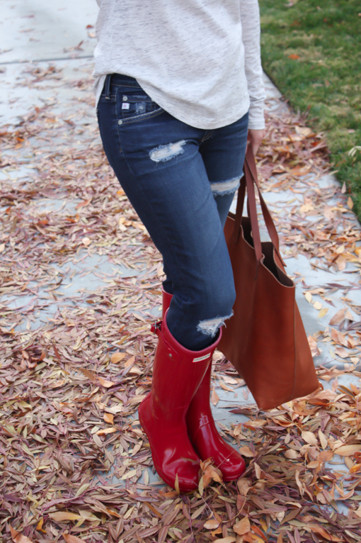 Chunky Infinty Scarf, Distressed Skinny Jeans, Red Wellies, Cognac Tote, Old Navy, AG Jeans, Hunter Boots, Madewell 12