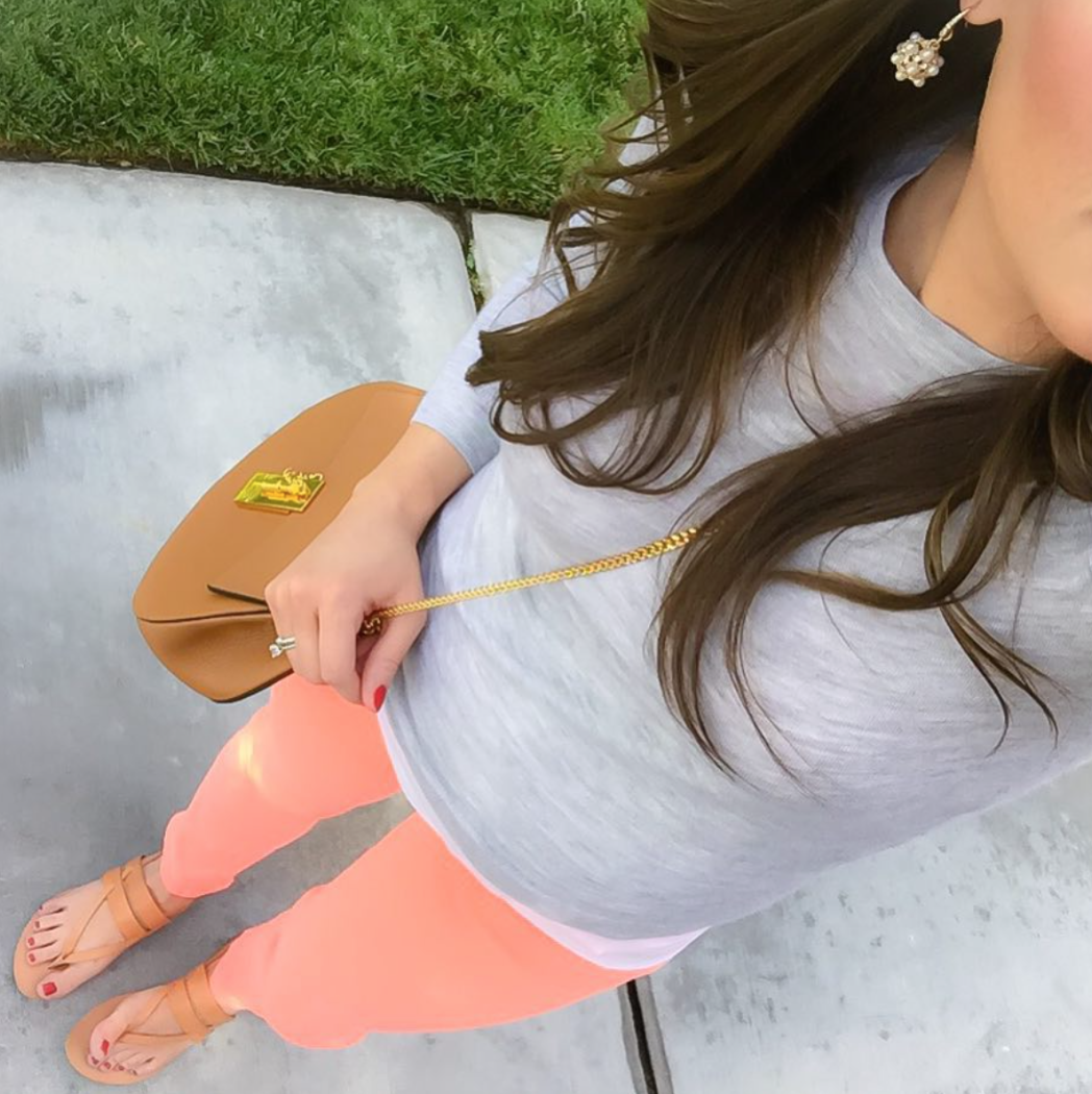 Neon Peach Skinny Jeans, Grey Cashmere Sweater, Brown Chain Strap Crossbody Bag, Tan Sandals
