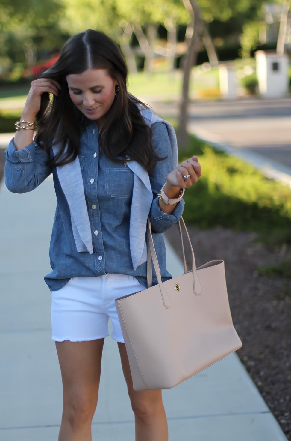 Chambray Shirt, White Cutoff Shorts, Beige Espadrille Wedges, Beige Tote, Grey Cashmere Cardigan, J.Crew, Citizens of Humanity, Vince, Tory Burch 13