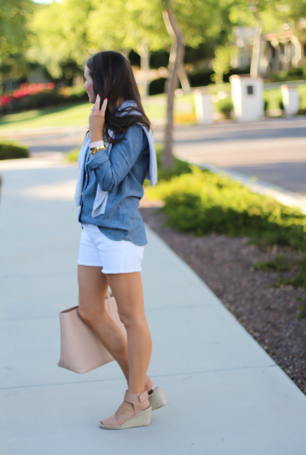 Chambray Shirt, White Cutoff Shorts, Beige Espadrille Wedges, Beige Tote, Grey Cashmere Cardigan, J.Crew, Citizens of Humanity, Vince, Tory Burch 4