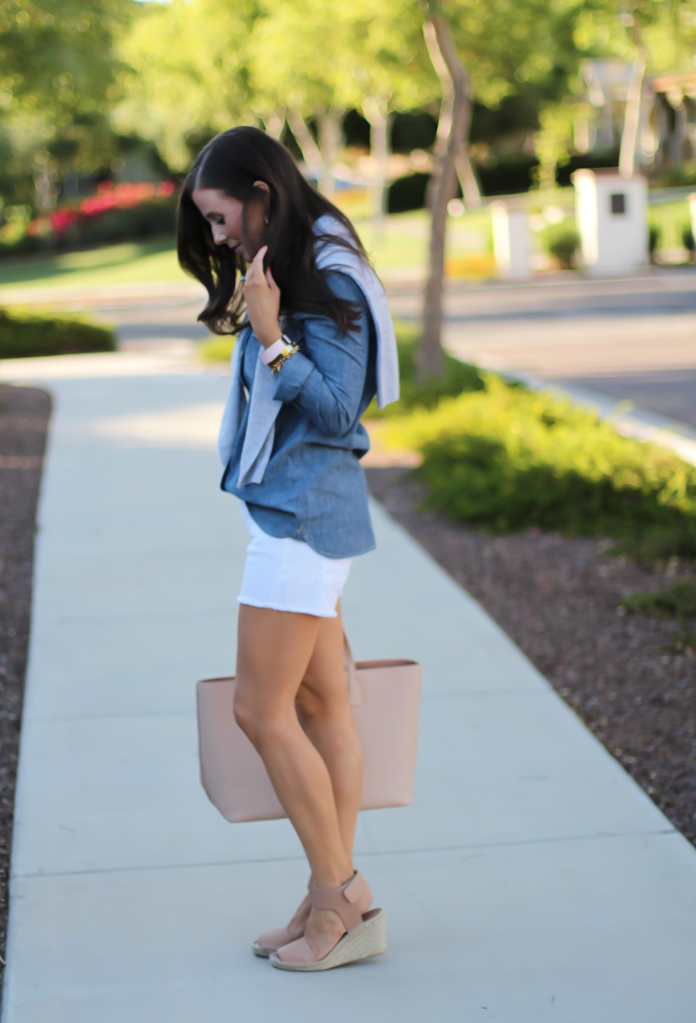 Chambray Shirt, White Cutoff Shorts, Beige Espadrille Wedges, Beige Tote, Grey Cashmere Cardigan, J.Crew, Citizens of Humanity, Vince, Tory Burch 5