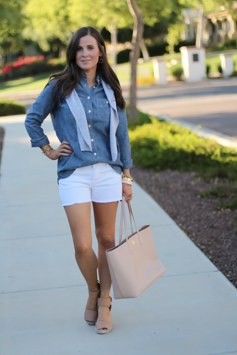 Chambray Shirt, White Cutoff Shorts, Beige Espadrille Wedges, Beige Tote, Grey Cashmere Cardigan, J.Crew, Citizens of Humanity, Vince, Tory Burch 6