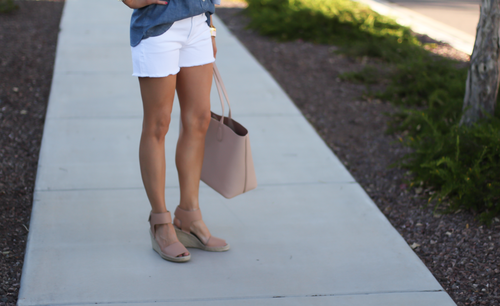 Chambray Shirt, White Cutoff Shorts, Beige Espadrille Wedges, Beige Tote, Grey Cashmere Cardigan, J.Crew, Citizens of Humanity, Vince, Tory Burch 8