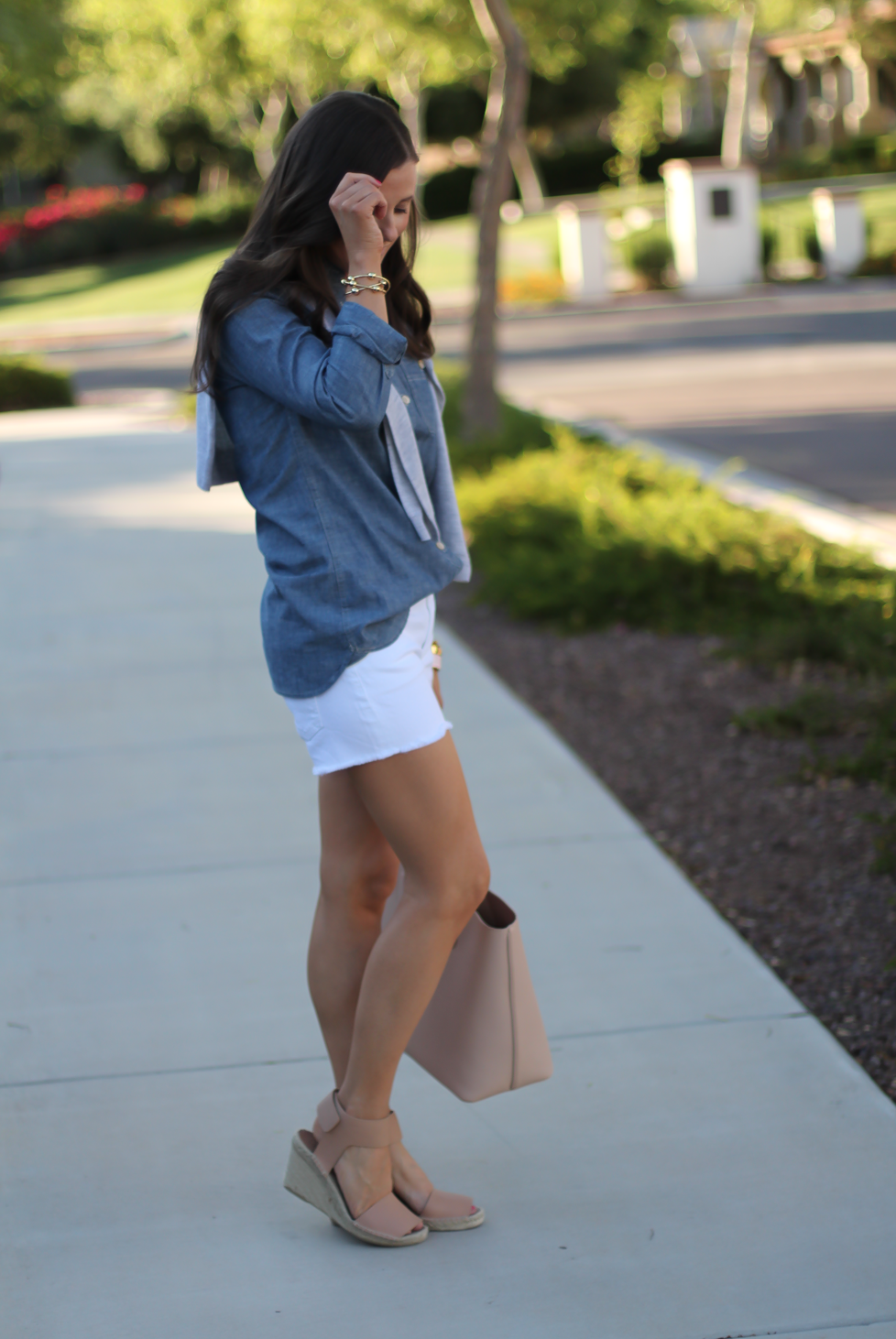 Chambray Shirt, White Cutoff Shorts, Beige Espadrille Wedges, Beige Tote, Grey Cashmere Cardigan, J.Crew, Citizens of Humanity, Vince, Tory Burch 9