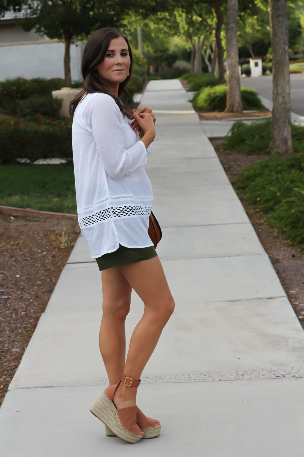 Gauze White Lace Tunic, Green Linen Shorts, Brown Suede Espadrilles, Brown Leather Crossbody Bag, Old Navy, J.Crew, Chloe, Tory Burch 10