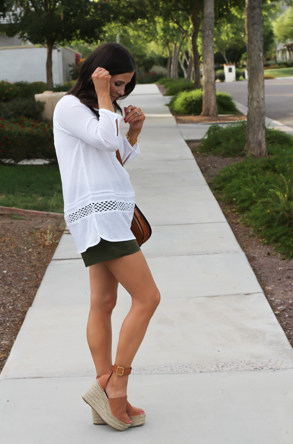 Gauze White Lace Tunic, Green Linen Shorts, Brown Suede Espadrilles, Brown Leather Crossbody Bag, Old Navy, J.Crew, Chloe, Tory Burch 11