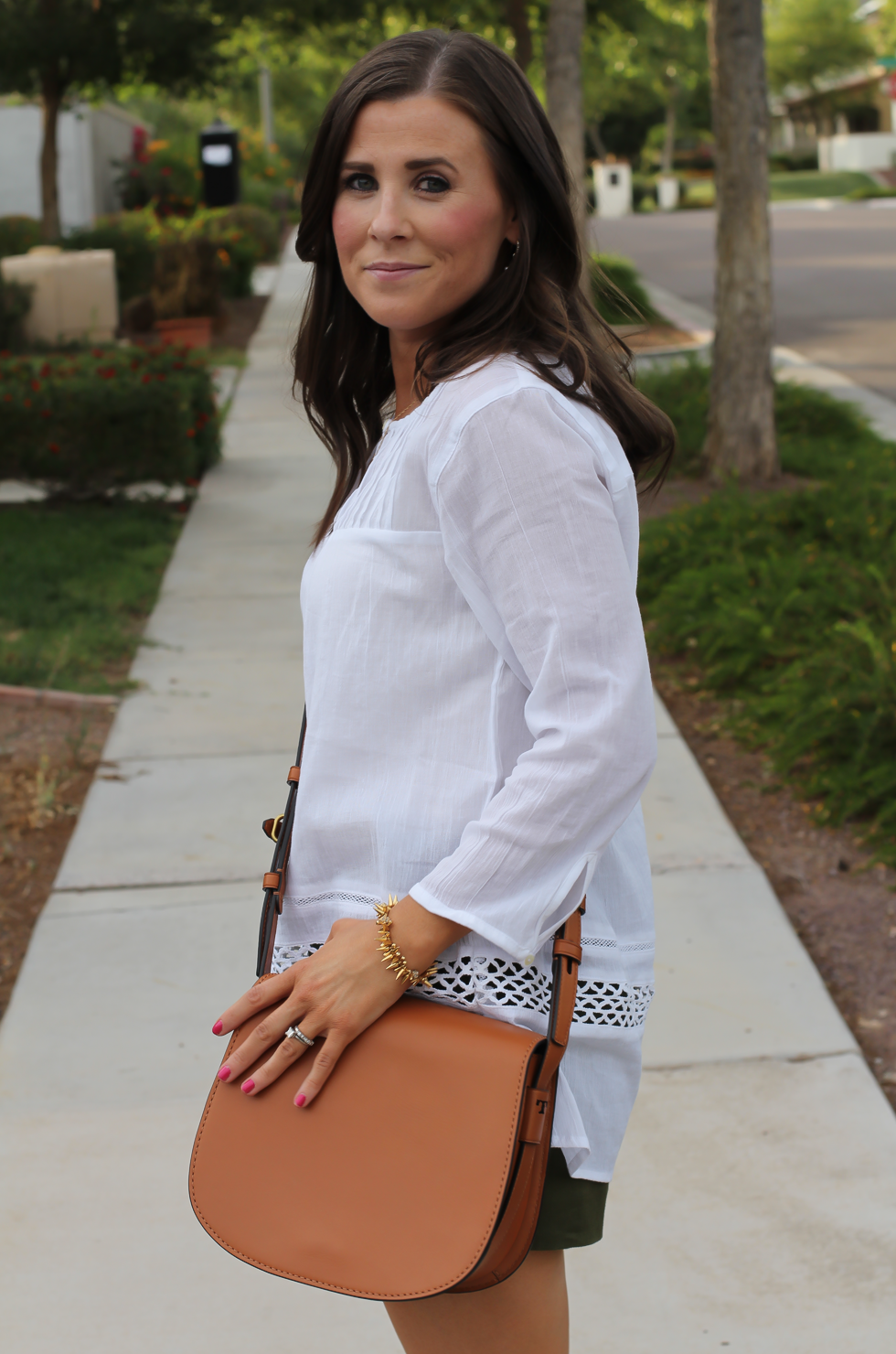 Gauze White Lace Tunic, Green Linen Shorts, Brown Suede Espadrilles, Brown Leather Crossbody Bag, Old Navy, J.Crew, Chloe, Tory Burch 19