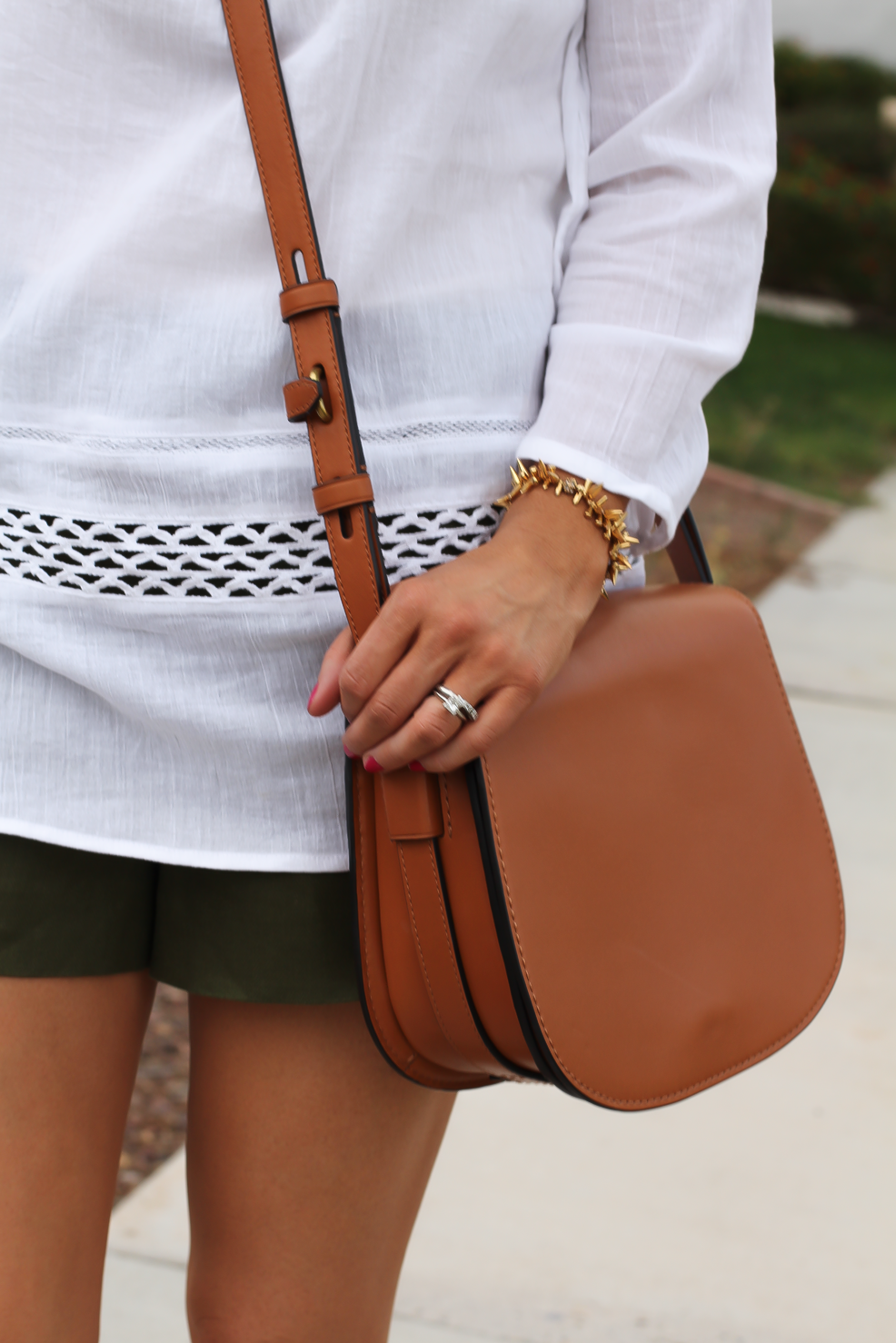 Gauze White Lace Tunic, Green Linen Shorts, Brown Suede Espadrilles, Brown Leather Crossbody Bag, Old Navy, J.Crew, Chloe, Tory Burch 22
