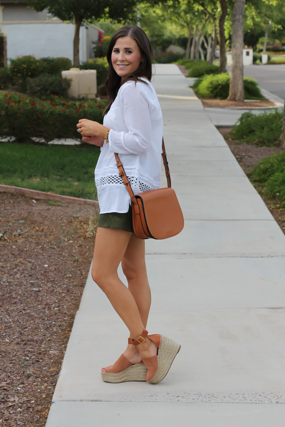 Gauze White Lace Tunic, Green Linen Shorts, Brown Suede Espadrilles, Brown Leather Crossbody Bag, Old Navy, J.Crew, Chloe, Tory Burch 3