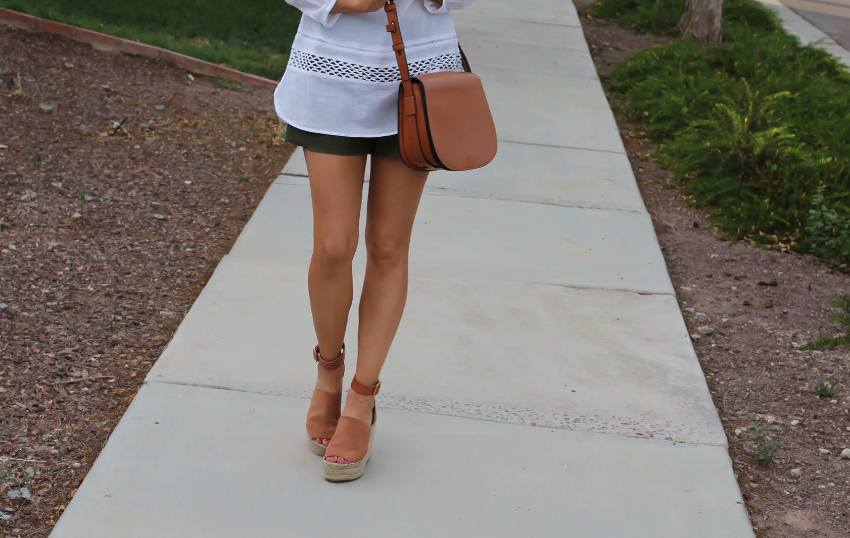 Gauze White Lace Tunic, Green Linen Shorts, Brown Suede Espadrilles, Brown Leather Crossbody Bag, Old Navy, J.Crew, Chloe, Tory Burch 7